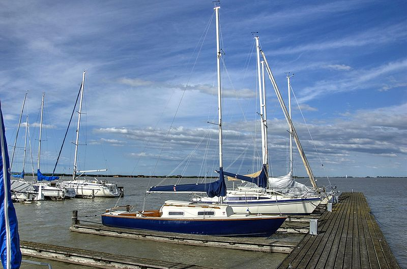 File:Yachting at Rust am See (Neusiedlersee) 18.jpg