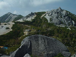 Mount Hōō - Image: Yakushidake and hut from sunabaraidake 2003 6 21
