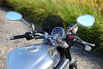 Yamaha MT-01 - Image: Yamaha MT 01 2006 model handlebar
