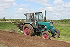 YuMZ-6KL tractor 2011 G4.jpg