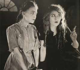 Zasu Pitts en Mary Pickford in The Little Princess