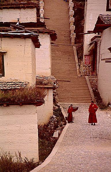 File:Zhongdian-sumtseling-gompa-c11.jpg