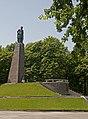 Могила поета Т. Г. Шевченка та пам'ятник Т.Г.Шевченку Канів.jpg