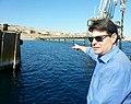 """אופיר אקוניס בסיור בחוף קצא""""א באילת.jpg"""