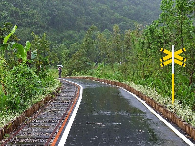 File:五分火車路懷舊步道 Wufan Railway Nostalgic Trail - panoramio.jpg