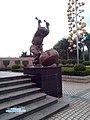 龙岗 坑梓影剧院 敲鼓的娃娃 石像 - By 科技小辛 - panoramio.jpg