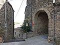 151 Portal nord de la muralla (Madremanya), des de la plaça dels Quatre Vents.jpg