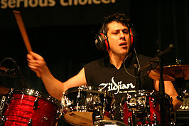 Mike Mangini tijdens een drumclinic in Singapore
