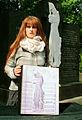 2012-05-08 Gedenkbuch für die ermordeten Zwangsarbeiter auf dem Ehrenfriedhof am Maschsee-Nordufer (01) Janet Freifrau von Stillfried.jpg
