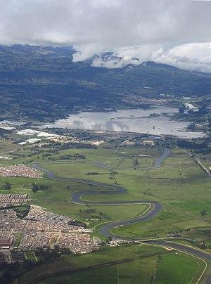 2018 Sibaté embalse del Muña y río Bogotá, vista aérea.jpg