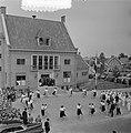2e dag bezoek Prins Bernhard Gelderland. Jeugd van Ocht voerde volksdansen uit, Bestanddeelnr 905-7510.jpg