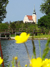 Aŭstrio-Weinviertel-Poysdorf-preĝejo.jpg