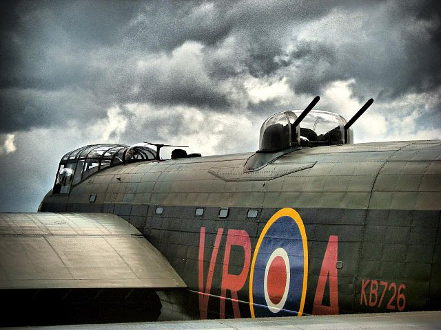 Avro Lancaster 640px-A_gun_turret_on_a_restored_WW2_Lancaster_bomber_-c
