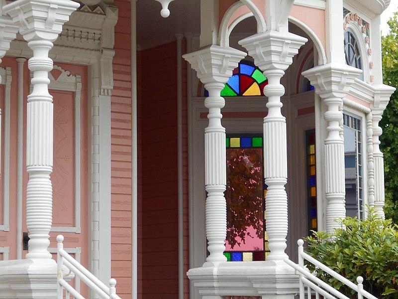 File:Across street from Eureka's famous mansion (21930650095).jpg