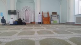 চিত্র:Adhan in Shalqar mosque.webm