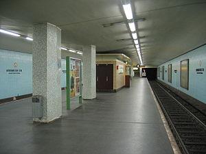 Afrikanische Straße (Berlin U-Bahn) - U-Bahn station Afrikanische Straße