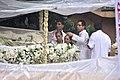 Akshay Kumar, Dimple Kapadia, Rinke Khanna at Rajesh Khanna's funeral 03.jpg