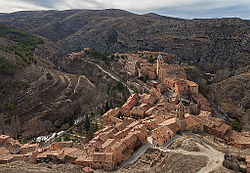 Albarracín, in a meander of the توریا چایی, viewed from Torre del Andador.