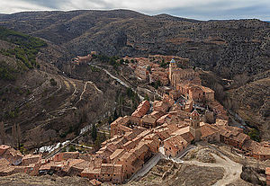 Albarracín - Albarracín, in a meander of the Guadalaviar River, viewed from Torre del Andador.