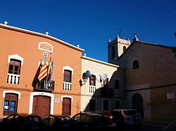 Alcalà de la Jovada, ajuntament i església.JPG