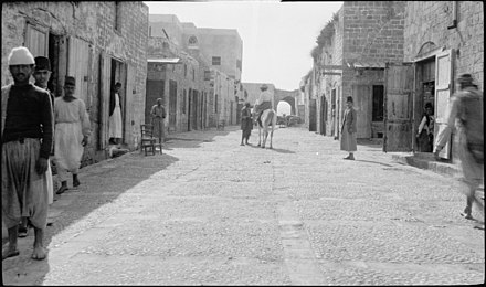 A street in Tyre around 1900 Along the sea coast. Street in Tyre LOC matpc.22598.jpg