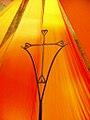 Altarraum-Kreuz in Taizé.jpg