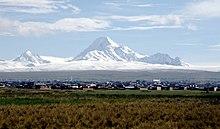 Vista de El Alto con la Cordillera Central de fondo
