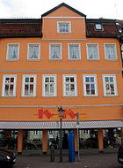 Am Markt 2 Celle, Schuhgeschäft Nothnagel, Stolpersteine für Paula Ems und Leonie Hirschfeld.jpg