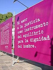 """""""El amor a la justicia como instrumento del equilibrio para la dignidiad del hombre"""", oración dicha por Victor Jara."""