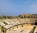 Amphithéâtre d 'Oudna vue de l'entrée.jpg