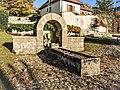 Ancienne fontaine-abreuvoir de la mairie. Montfaucon.jpg