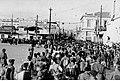 Angielscy jeńcy prowadzeni ulicą Aten (2-622).jpg