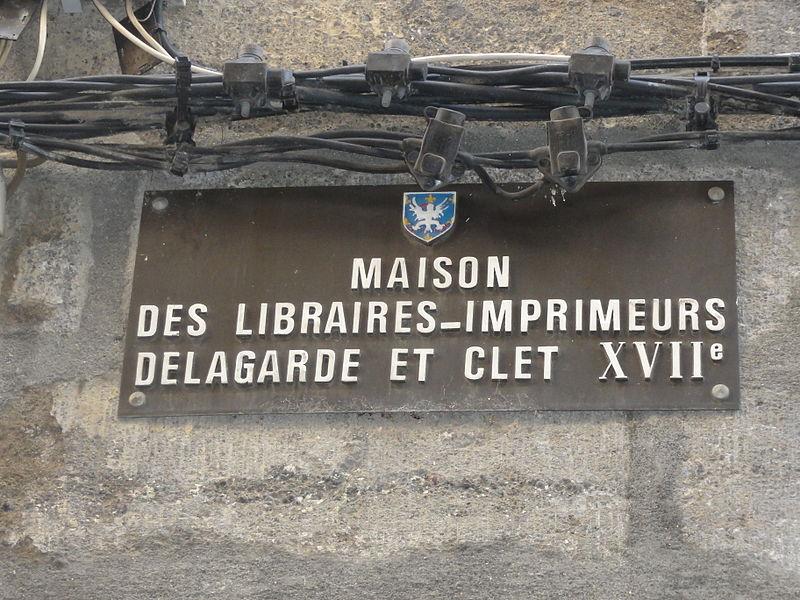 Plaque sur le logis d' Antoine Clet - Maître-imprimeur du 18eme siècle et écrivain