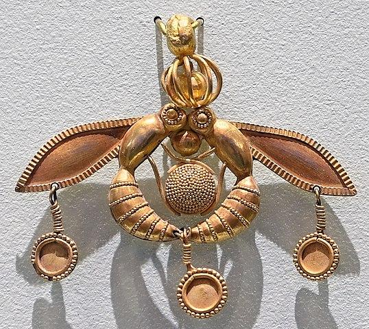 Malia bee pendant