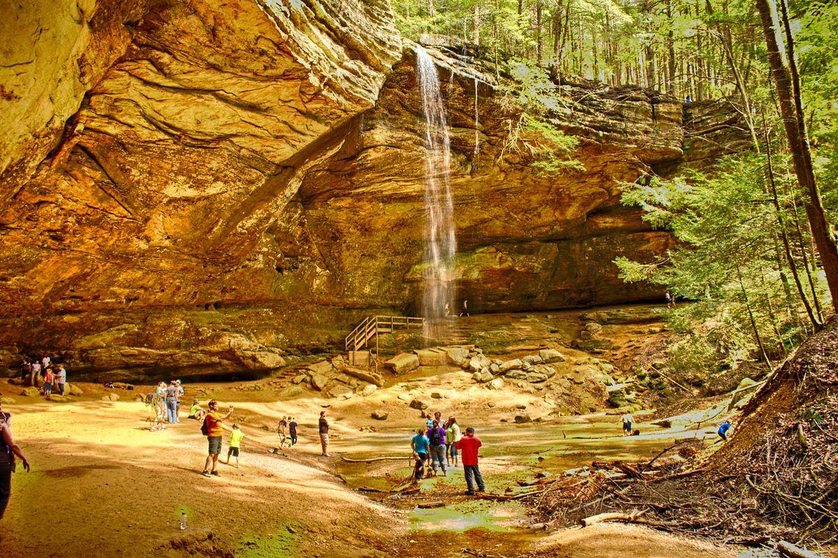 Ash cave, Hocking Hills (13899416054) (2).jpg