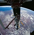 Astronaut Story Musgrave deploys a Hubble Space Telescope Solar Array (28049527911).jpg