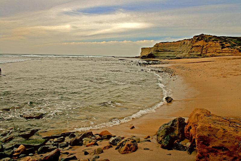 Атлантика, Португалия, февраль. Свободное изображение Викимедии, автор - Francisco Antunes.