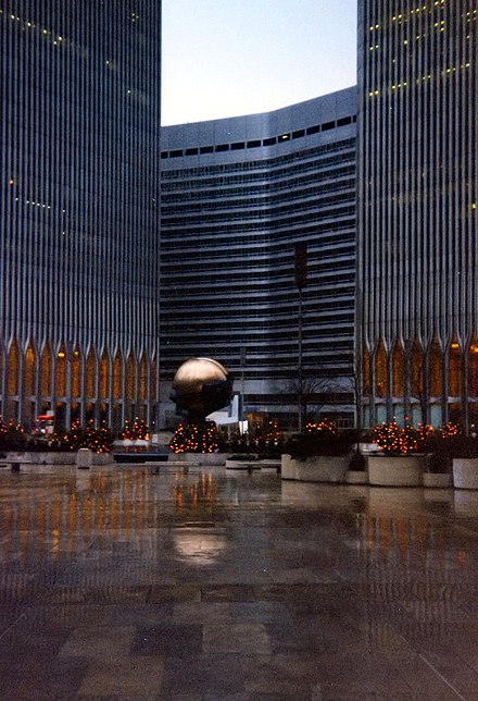 The five-acre Austin J. Tobin Plaza, looking west toward the Marriott Hotel which was in 3 World Trade Center Austin Tobin Plaza Marriott World Trade Center - 1995.jpg