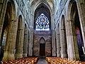 Auxerre Cathédrale St. Étienne Innen Langhaus West 4.jpg