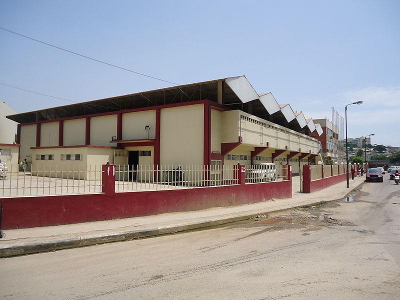 Avenida Amilcar Cabral Luanda March 2013 05.JPG