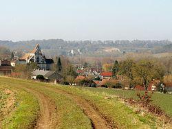 Béthancourt-en-Valois (60), vue sur le village depuis la rue d'Hanicourt.jpg