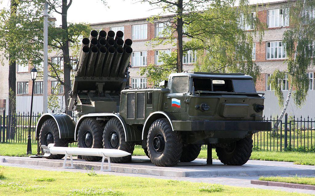 ميزات راجمة  BM-27 Uragan  ثاني أقوى راجمة صواريخ في العالم 1024px-BM-27_Uragan_MLRS