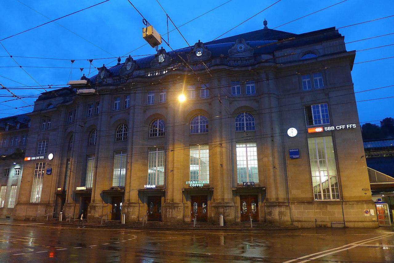 Bahnhof St. Gallen bei Nacht, Juli 2014 (2).JPG
