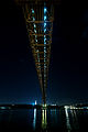 Bajo el puente 25 de Abril a la noche.jpg