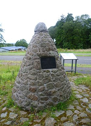 Inverkeithing - Clan MacLean memorial cairn at Pitreavie