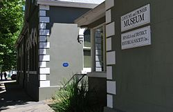 Photo of Benalla Mechanics' Institute & Free Library blue plaque