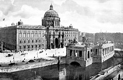 West wing at the Schloss Freiheit with the Kaiser Wilhelm National Monument, around 1900