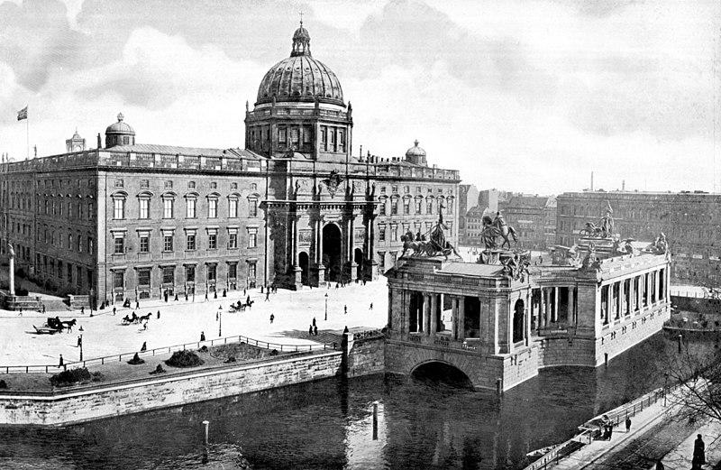File:Berlin Nationaldenkmal Kaiser Wilhelm mit Schloss 1900.jpg