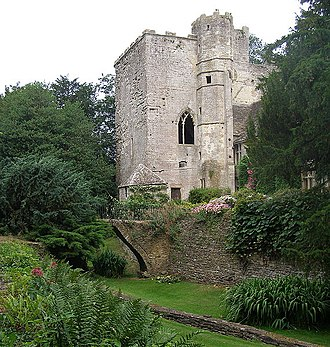 Quadrangular castle - Image: Beverston Castle