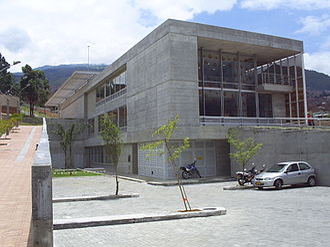 La Quintana - Exterior view of library